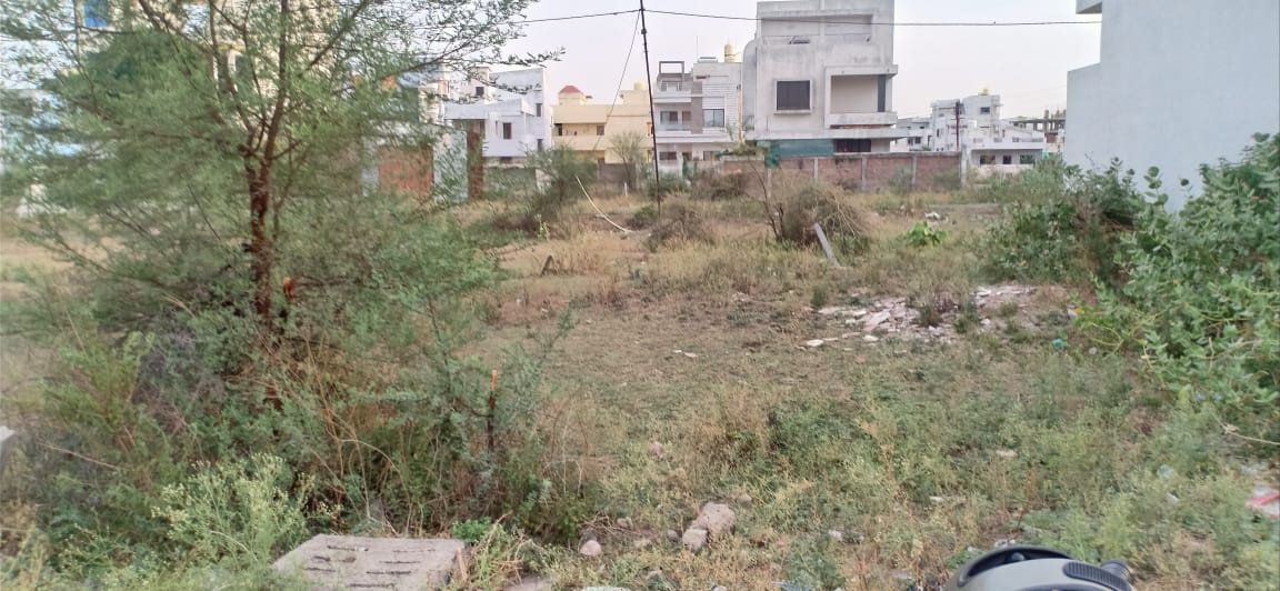 Plot in Manish Nagar