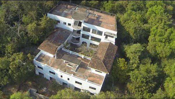 Building in Arpora